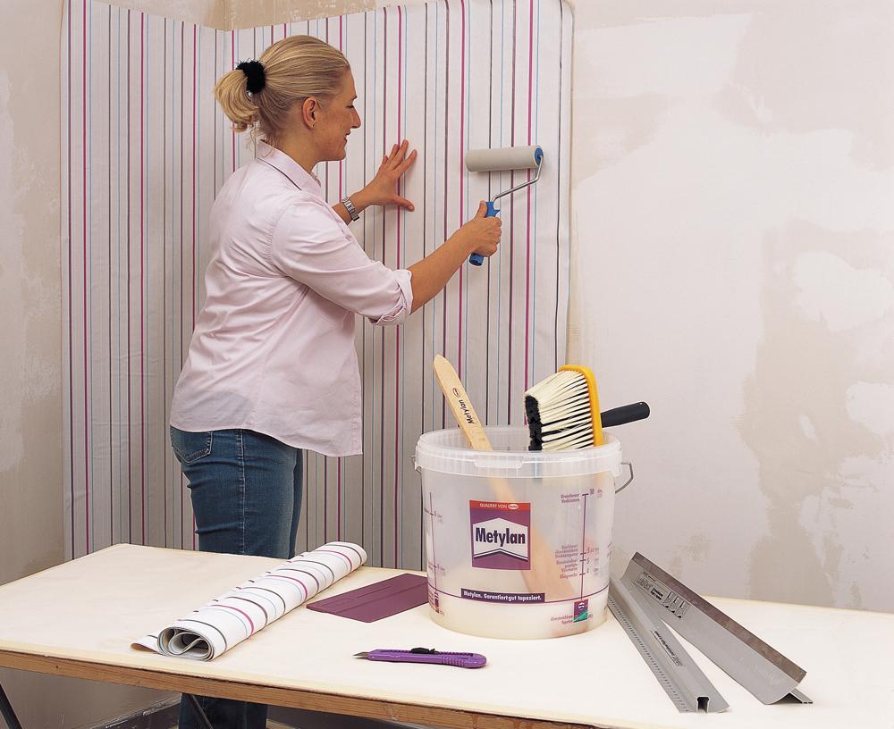 decke tapezieren vlies rauhfaser wohndesign und. Black Bedroom Furniture Sets. Home Design Ideas