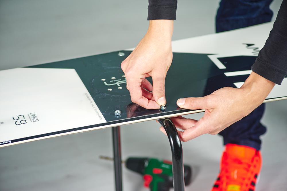 stylischen snowboard tisch selber bauen diy academy. Black Bedroom Furniture Sets. Home Design Ideas