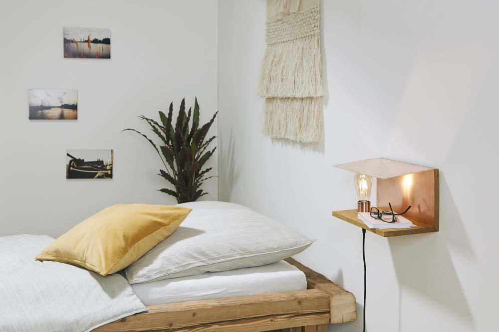 Schlafzimmer Einrichten Inspiration Holz Nachttisch Lampe: Edler Nachttisch Mit Lampe