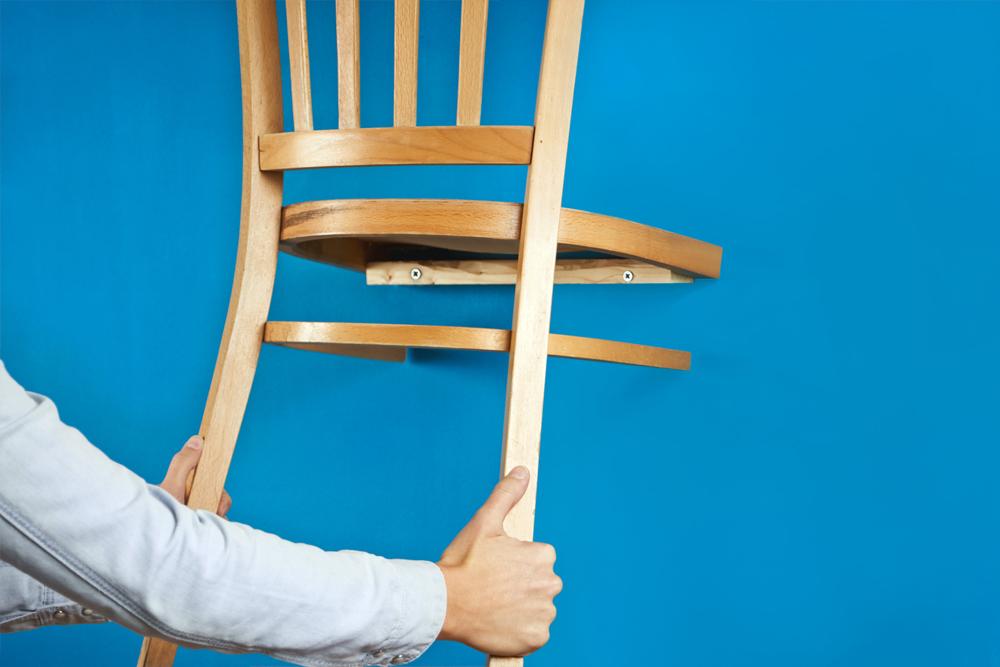 Upcycling: Alte Stühle werden zur Garderobe   DIY Academy