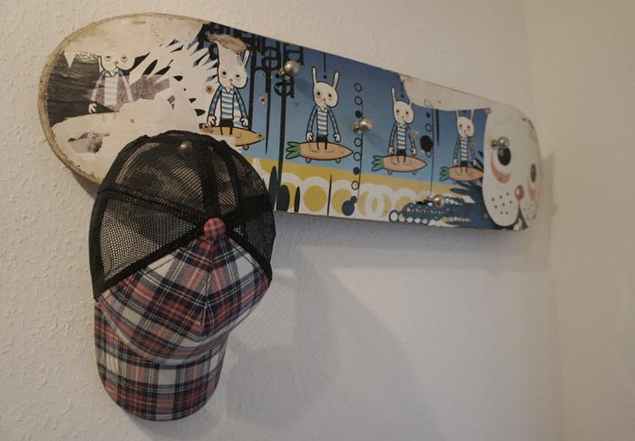 upcycling idee coole skateboardgarderobe diy academy. Black Bedroom Furniture Sets. Home Design Ideas