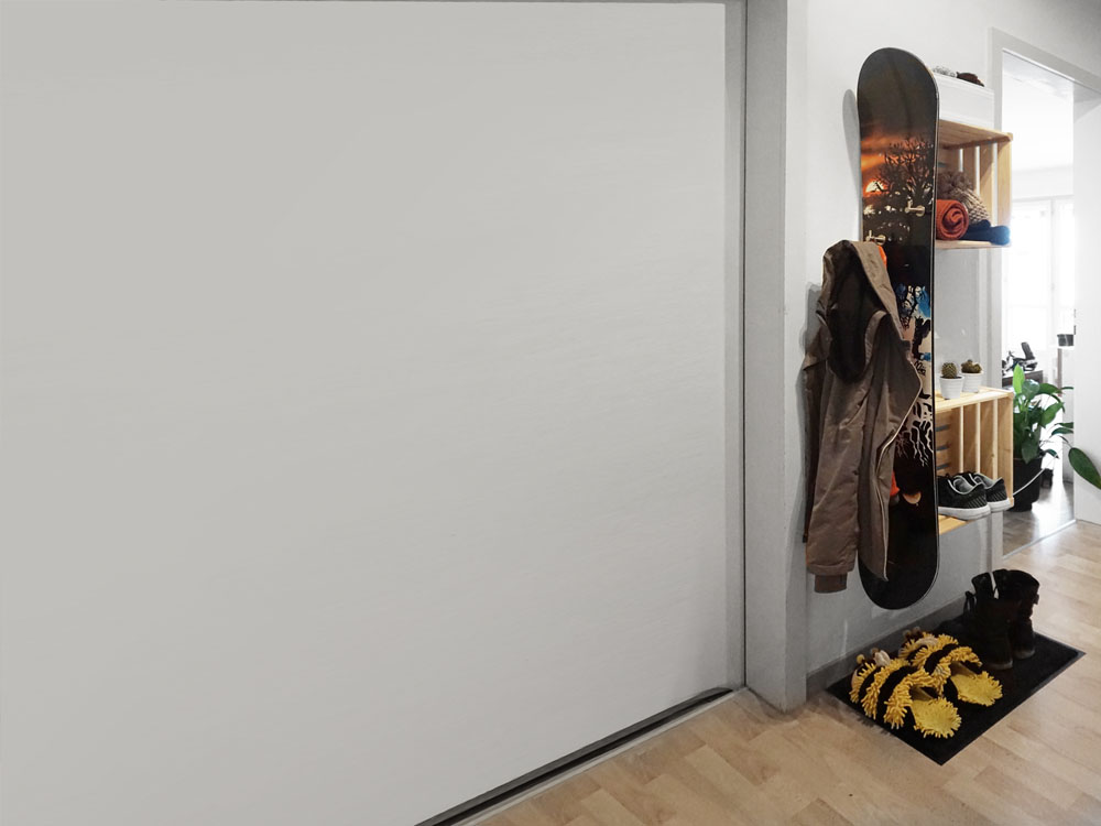 Flurgarderobe mit Snowboard