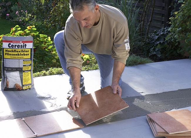 terrasse fliesen oder pflastern schmutzig drauen terrasse fliesen platten bild von auen. Black Bedroom Furniture Sets. Home Design Ideas