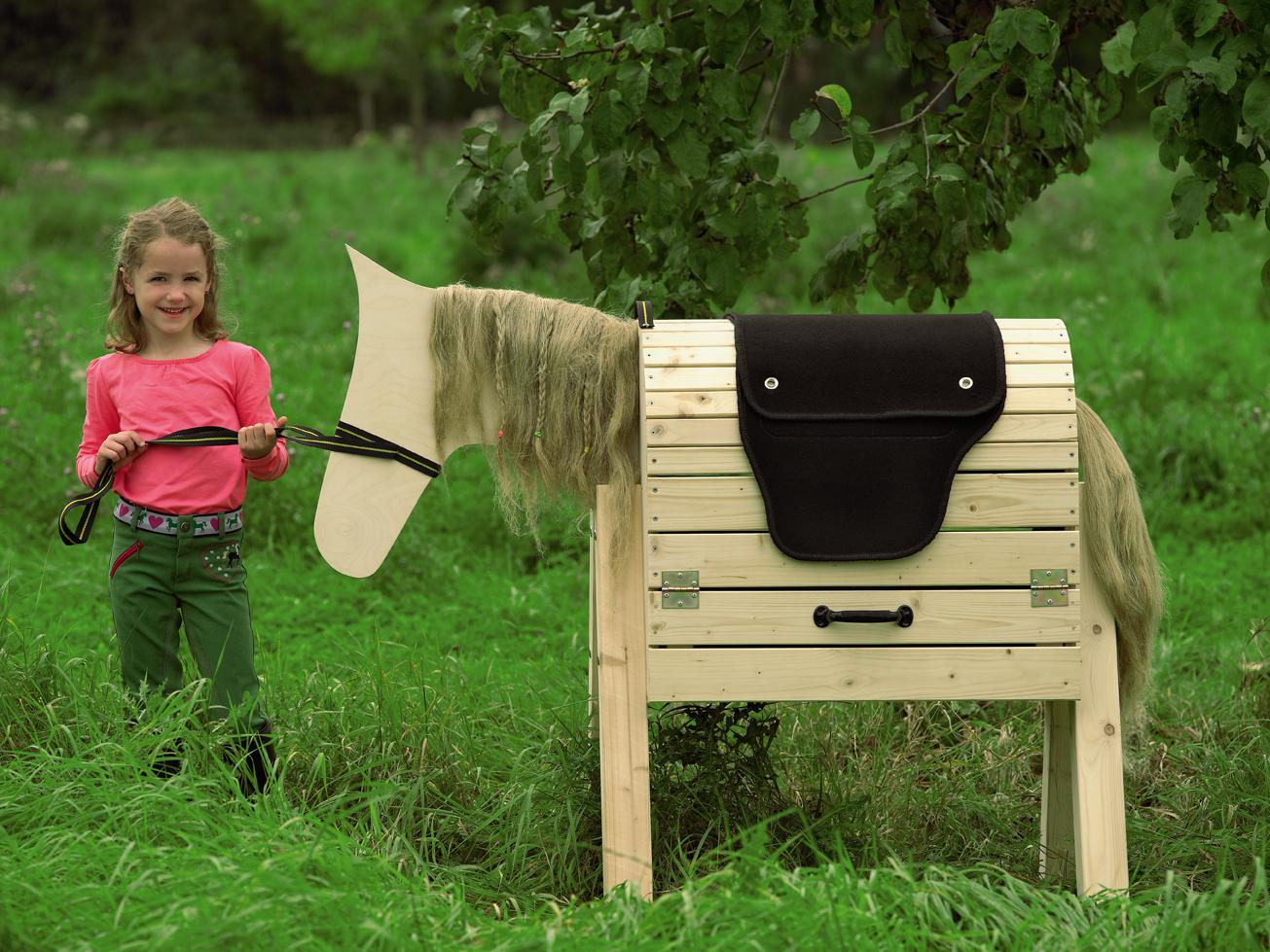 pferd aus holz swalif. Black Bedroom Furniture Sets. Home Design Ideas
